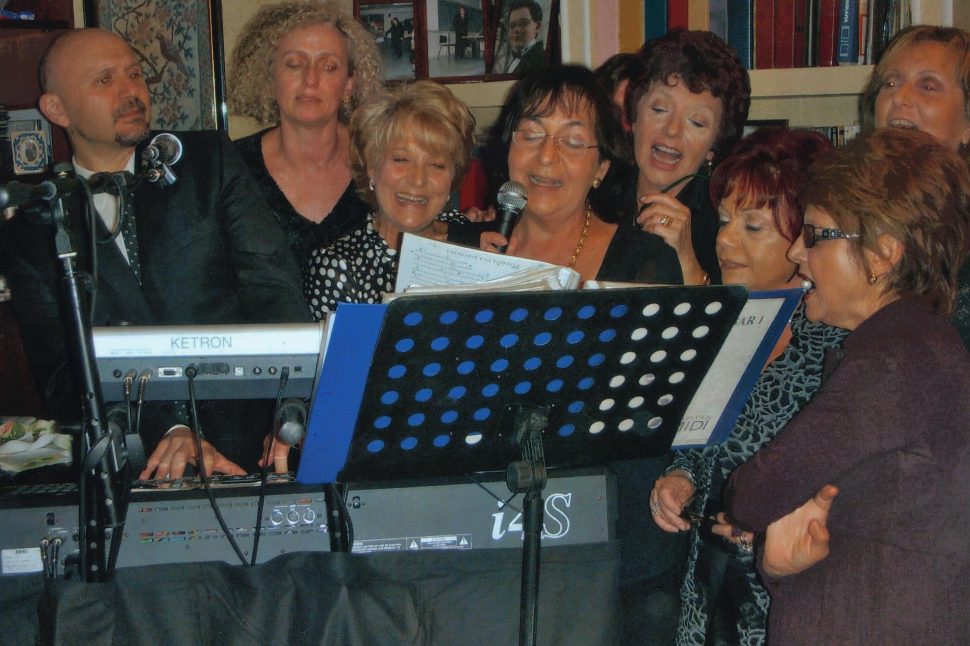 Karaoke durante una festa di compleanno